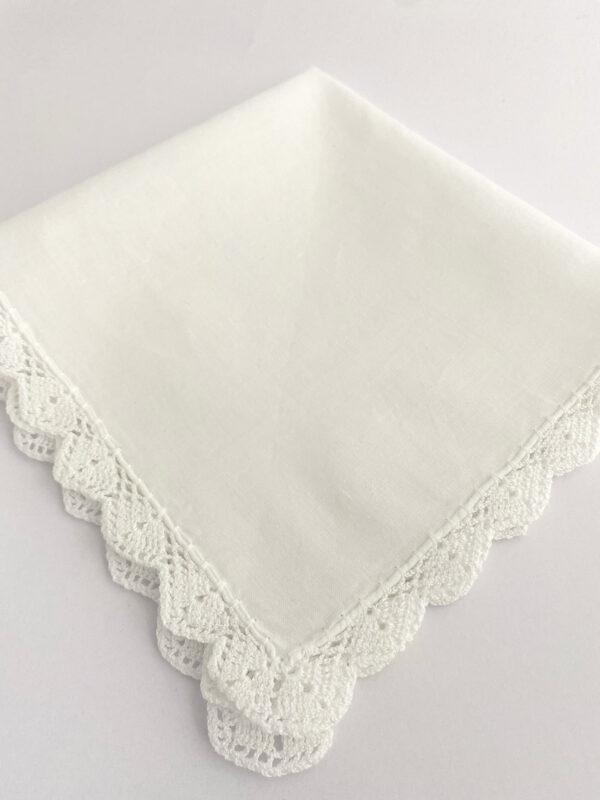 vintage gehaakt zakdoekje voor de bruid