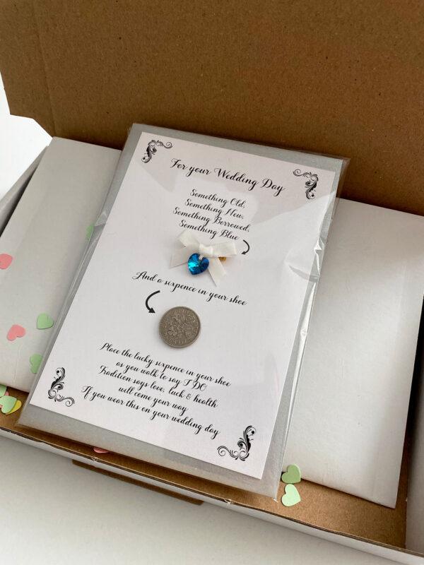 kaartje voor de bruid met geluksmuntje en something blue