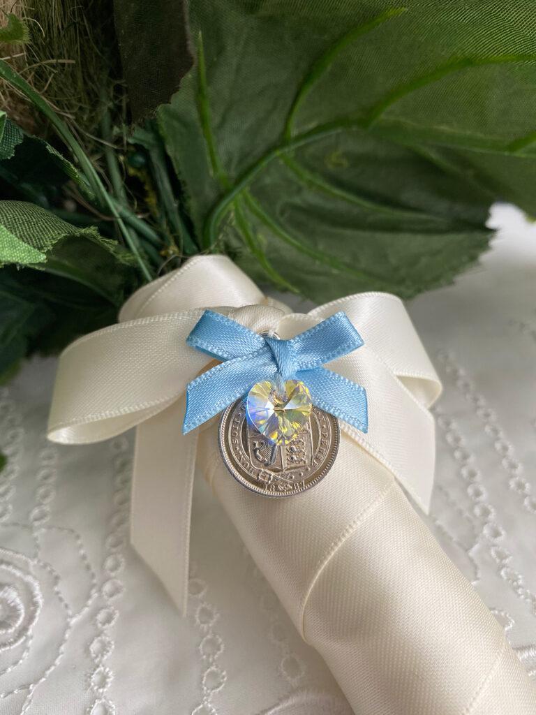 zilveren sixpence voor aan het bruidsboeket