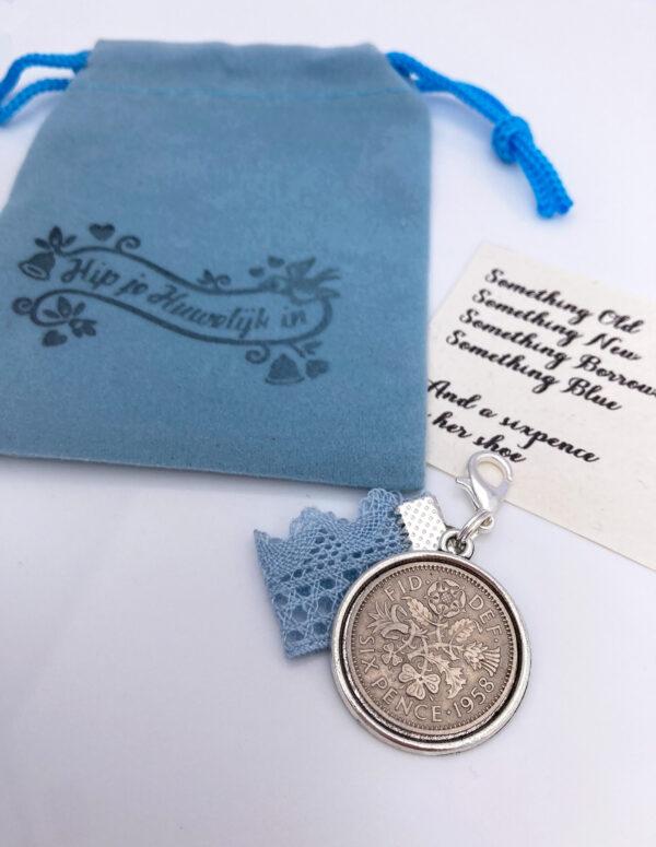 Hanger met something old, new, blue en een sixpence