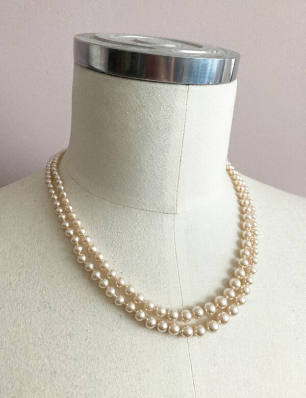 vintage Art Deco pearl necklace with twi rows and silver clasp