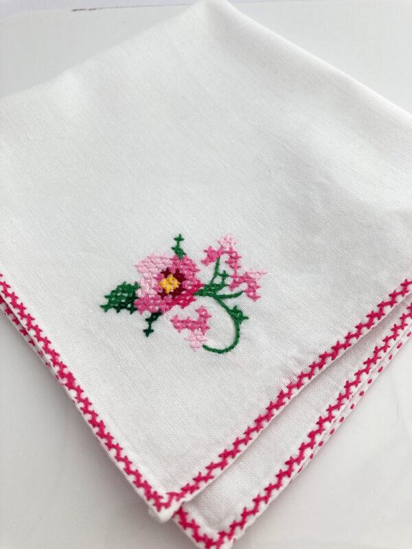 handgemaakt en handgeborduurd zakdoekje voor bruiloft
