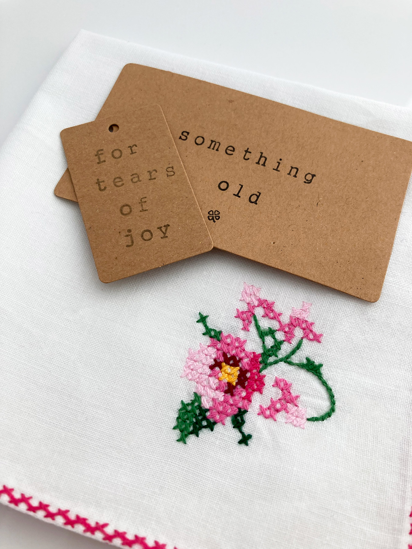 handgeborduurd zakdoekje voor de bruid
