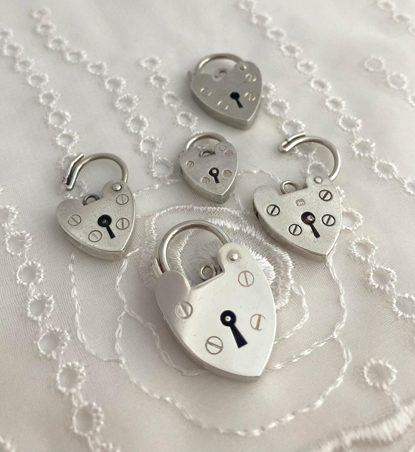 zilveren hart slotjes, something old voor de bruid